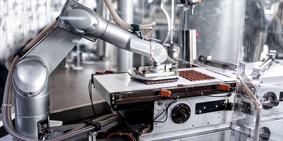 Roboterhand Bewegung in Schokoladenfabrik