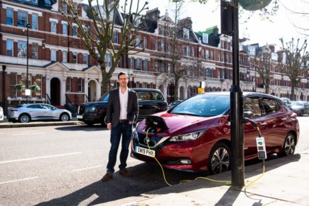 Ladestraße für E-Mobile im Herzen Londons