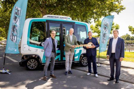 Autonome Busse lockten Tausende Frankfurter