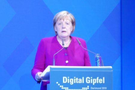 Merkel fordert mehr Tempo in Digitalisierung