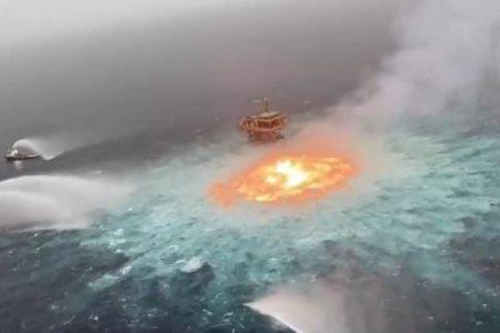 """Ölunfall: Ein gigantisches """"Feuerauge"""" auf dem Meer"""